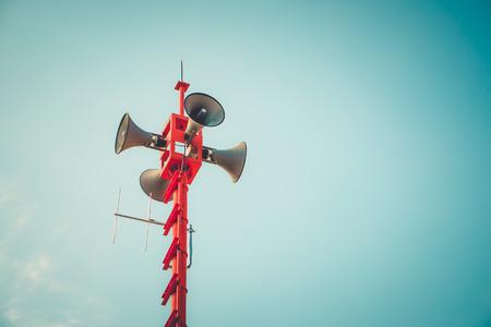 altoparlante a tromba vintage - segno e simbolo di pubbliche relazioni. effetto tonalità di colore vintage