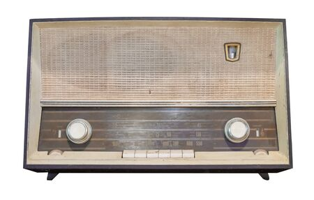 Récepteur radio vintage - isolat radio de boîte en bois antique sur blanc avec chemin de détourage pour objet, technologie rétro