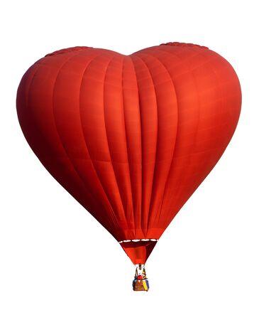 Roter Heißluftballon im Herzformisolat auf Weiß. Symbol der Liebe und des Valentinsgrußes. Schließen Sie mit Beschneidungspfad für Gegenstand ab.