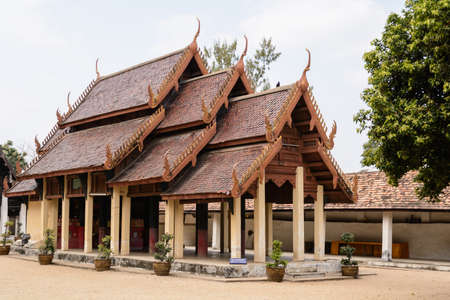 kilometres: The most beautiful temple of Lampang, located in Ko Kha District, some twenty kilometres southwest of the city