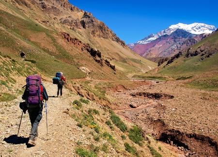 senderismo: Senderismo en el Parque Nacional Aconcagua, Argentina, Am�rica del Sur. Foto de archivo