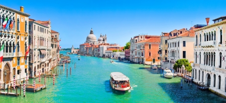 Panoramic view of famous Canal Grande in Venice, Italy  스톡 콘텐츠