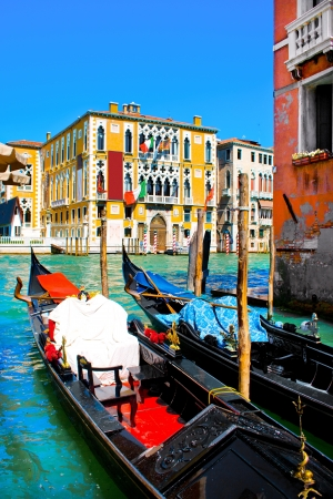 venice bridge: Traditional Gondolas on Canal Grande in Venice, Italy
