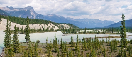 banff: Athabasca River panorama in Jasper National Park, Alberta, Canada