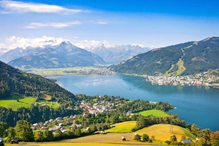 Mooi uitzicht op het centrum van Zell am See met Zeller See in Salzburg, Oostenrijk