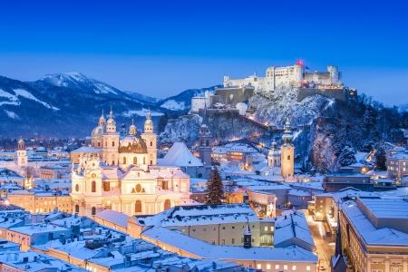 castillos: Ciudad de Salzburgo, Austria en invierno