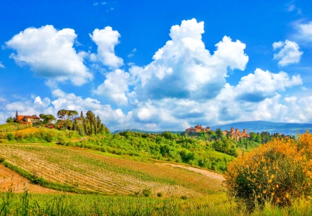 val d'orcia: Beautiful landscape with the historic cities of San Gimignano and Certaldo in the background in Tuscany, Italy Stock Photo