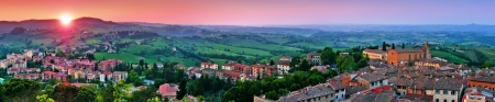 siena: Panoramic view of beautiful landscape with the medieval city of San Gimignano at sunset in Tuscany, province of Siena, Italy Stock Photo