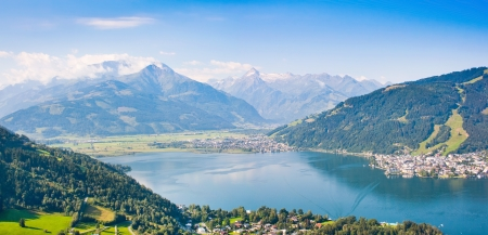 kitzsteinhorn: Beautiful view of the city of Zell am See with Zeller Lake in Salzburg, Austria