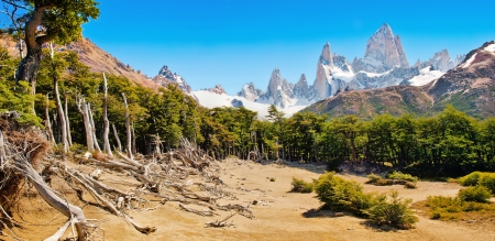el chalten: Beautiful landscape with Mt Fitz Roy in Los Glaciares National Park, Patagonia, Argentina, South America