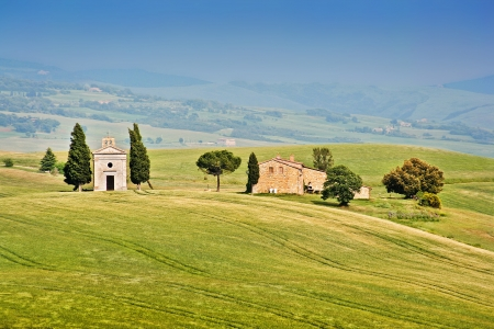 val d orcia: Beautiful landscape with Cappella della Madonna di Vitaleta in Val d Orcia, province of Siena, Tuscany, Italy Stock Photo