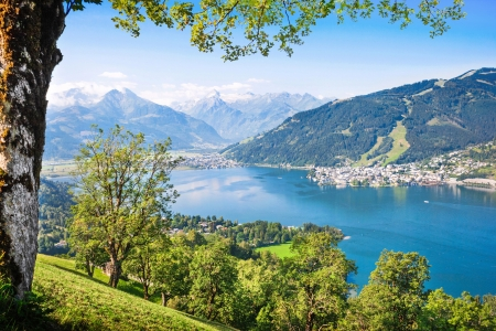Beautiful landscape with Alps and mountain lake in Zell am See, Austria Foto de archivo