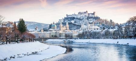 amadeus: Beautiful view of Salzburg skyline with Festung Hohensalzburg and river Salzach in winter, Salzburger Land, Austria