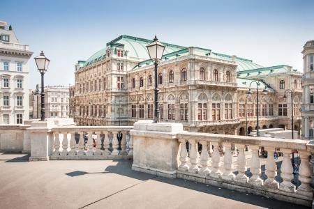 music hall: Beautiful view of Wiener Staatsoper  Vienna State Opera  in Vienna, Austria Editorial