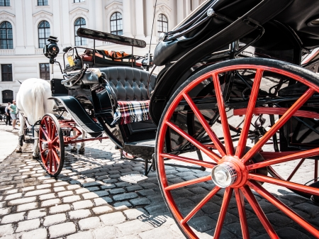 hackney carriage: Traditional horse-drawn Fiaker carriage at famous Hofburg Palace in Vienna, Austria