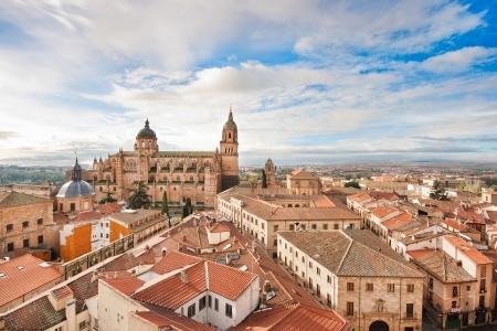 Luftaufnahme von der historischen Altstadt von Salamanca bei Sonnenaufgang, Castilla y León, Spanien