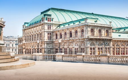 Beautiful view of famous Vienna State Opera in Vienna, Austria