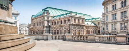 innere: Panoramic view of Wiener Staatsoper  Vienna State Opera  in Vienna, Austria Editorial