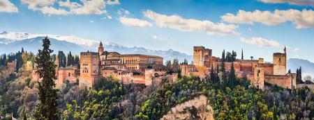 有名なアルハンブラ宮殿デ グラナダ、アンダルシア、スペインのパノラマ ビュー