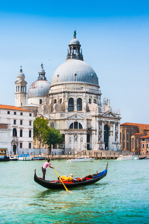 Traditional Gondola on Canal Grande with Basilica di Santa Maria della Salute in the background, Venice, Italy Banque d'images