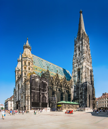 Famous St Stephens Cathedral at Stephansplatz in Vienna, Austria 스톡 콘텐츠