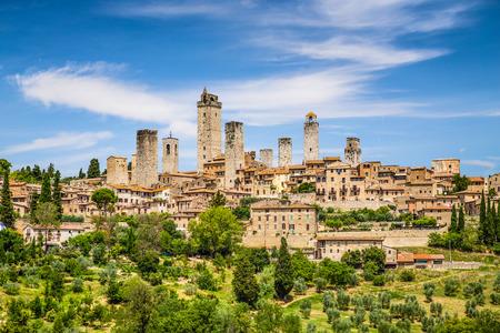 castillos: Hermosa vista de la ciudad medieval de San Gimignano, Toscana, Italia Foto de archivo