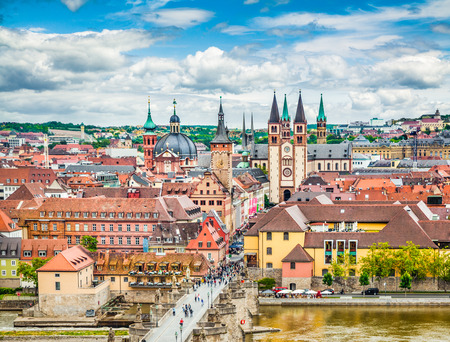 ヴュルツブルクの歴史的な都市、Franconia、北のババリア、ドイツの地域の航空写真