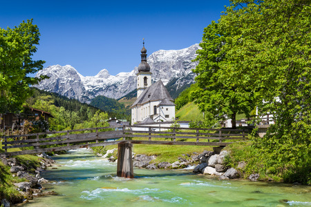 Scenic mountain landscape in the Bavarian Alps with famous Parish Church of St. Sebastian in the village of Ramsau, Nationalpark Berchtesgadener Land, Upper Bavaria, Germany Stok Fotoğraf