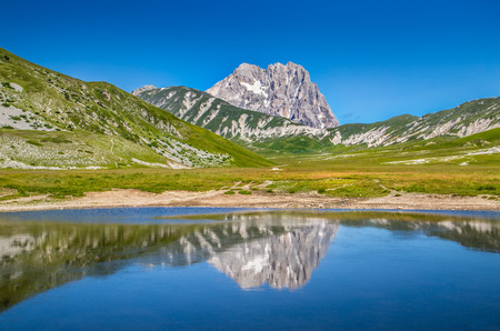 monti: Beautiful landscape with Gran Sasso mountain summit, Campo Imperatore National Park, Umbria, Italy