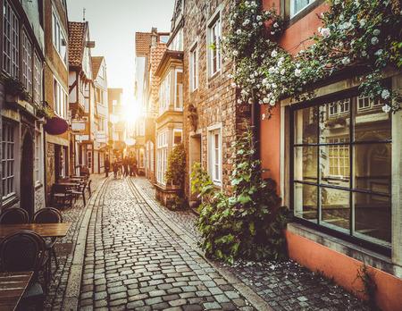 La vieille ville en Europe au coucher du soleil