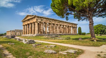 Tempel van Hera in de beroemde Paestum archeologische UNESCO World Heritage Site, die enkele van de meest goed bewaarde oude Griekse tempels in de wereld bevat, provincie Salerno, Campanië, Italië