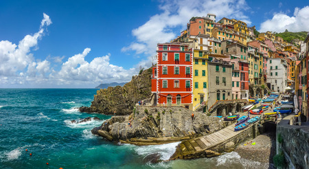vernazza: Panoramic view of Riomaggiore, one of the five famous fisherman villages of Cinque Terre in Liguria, Italy