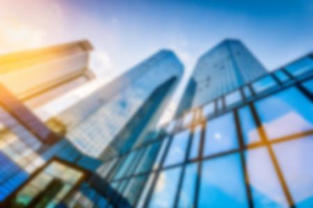 bienes raices: Resumen imagen de fondo blur de rascacielos modernos en el nuevo distrito de negocios en la hermosa luz de la tarde al atardecer con efecto de filtro destello de lente
