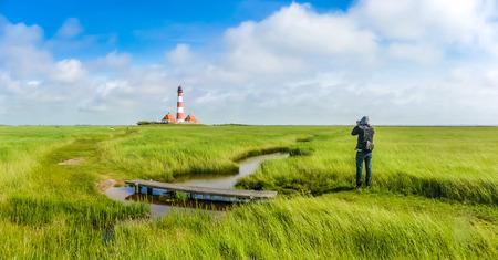 Mooi landschap met beroemde Westerheversand vuurtoren op de Noordzee in Noord-Friesland, Sleeswijk-Holstein, Duitsland