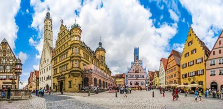 ローテンブルク オプ デア タウバー、フランケン、バイエルン、ドイツの歴史的なタウンスクエアの美しい景色