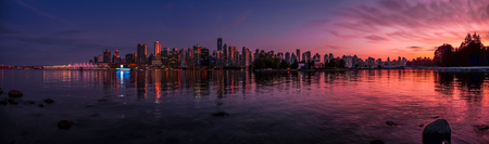Panoramic view of impressive Vancouver skyline and harbor with beautiful red sunset glow, British Columbia, Canada 版權商用圖片