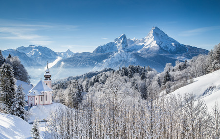 nationalpark: Panoramic view of beautiful winter landscape in the Bavarian Alps with pilgrimage church of Maria Gern and famous Watzmann massif in the background, Nationalpark Berchtesgadener Land, Bavaria, Germany