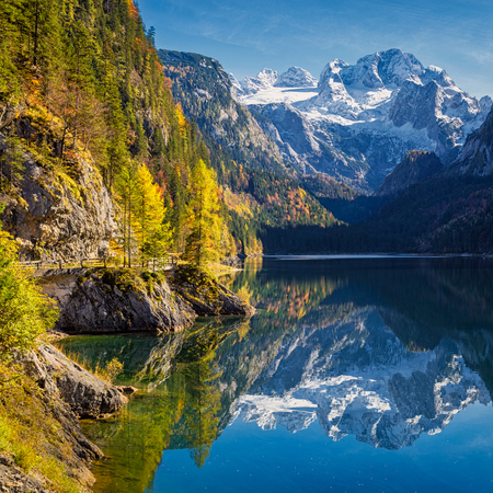 upper austria: Beautiful view of idyllic colorful autumn scenery with Dachstein mountain summit reflecting in crystal clear Gosausee mountain lake in fall, Salzkammergut region, Upper Austria, Austria Stock Photo