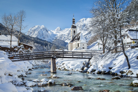nationalpark: Panoramic view of scenic winter landscape in the Bavarian Alps with famous Parish Church of St. Sebastian in the village of Ramsau, Nationalpark Berchtesgadener Land, Upper Bavaria, Germany