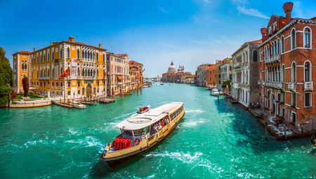 Słynny Canal Grande z bazyliki Santa Maria della Salute w Wenecji, Włochy
