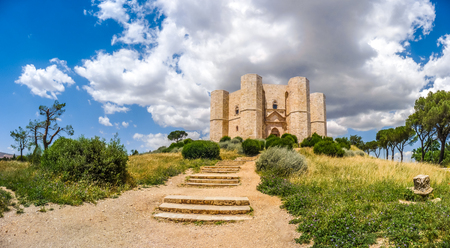 octogonal: Beautiful view of Castel del Monte, the famous castle built in an octagonal shape by the Holy Roman Emperor Frederick II in the 13th century in Apulia, southeast Italy