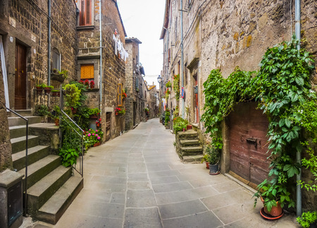 vitorchiano: Beautiful view of old traditional houses and idyllic alleyway in the historic town of Vitorchiano, province of Viterbo, Lazio, Italy