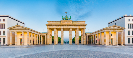mauer: Panoramic view of famous Brandenburger Tor (Brandenburg Gate), one of the best-known landmarks and national symbols of Germany, in beautiful golden morning light at sunrise, Pariser Platz, Berlin, Germany