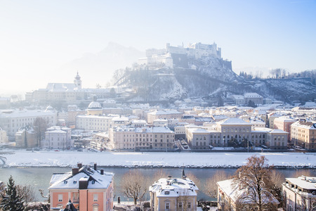 Classic view of the historic city of Salzburg with famous Hohensalzburg Fortress and Salzach river in scenic morning light at sunrise on a beautiful cold sunny day in winter, Salzburger Land, Austria Banque d'images