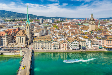 Aerial view of Zurich city center with famous Fraumunster and Sankt Peter Churches and river Limmat at Lake Zurich seen from Grossmunster Church, Canton of Zurich, Switzerland Banque d'images