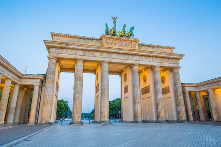 mauer: Classic view of famous Brandenburger Tor (Brandenburg Gate), one of the best-known landmarks and national symbols of Germany, in twilight during blue hour at dawn, Berlin, Germany