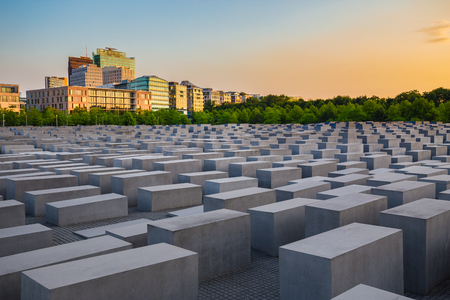Famous Jewish Holocaust Memorial near Brandenburger Tor (Brandenburg Gate) at sunset in summer, Berlin Mitte, Germany Banque d'images