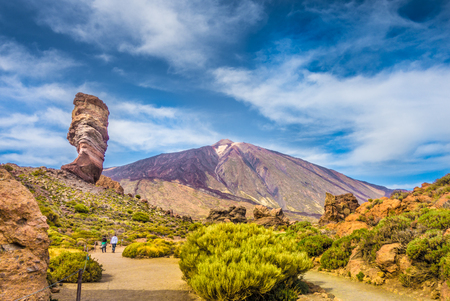 Panoramic view of unique Roque Cinchado unique rock formation with famous Pico del Teide mountain volcano summit in the background on a sunny day, Teide National Park, Tenerife, Canary Islands, Spain Standard-Bild