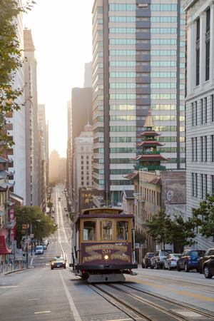 Classic view of historic traditional Cable Car riding on famous California Street in morning light at sunrise with retro vintage style cross processing filter effect, San Francisco, California, USA 新聞圖片