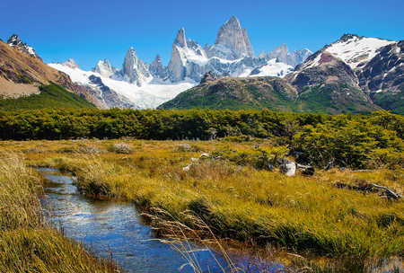 Beautiful landscape with Mt Fitz Roy in Los Glaciares National Park, Patagonia, Argentina, South America Zdjęcie Seryjne - 95513383